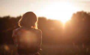 מדוע לפעמים צריך להניח להיגיון בשביל להתמסר לשיגעון שבאהבה?